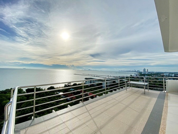 Condominium for sale Ban Amphur showing the balcony
