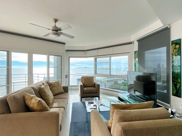 Condominium for sale Ban Amphur showing the living room