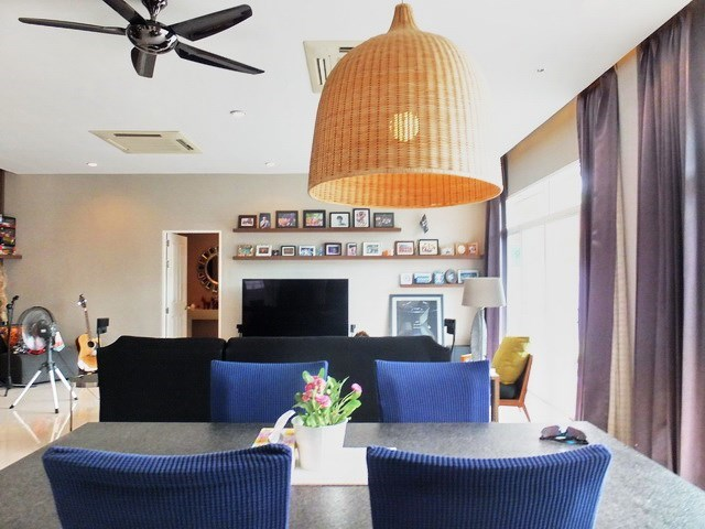 House for sale Huay Yai Pattaya showing the dining and living areas