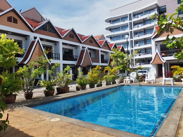 House for sale Pratumnak Pattaya showing the communal swimming pool