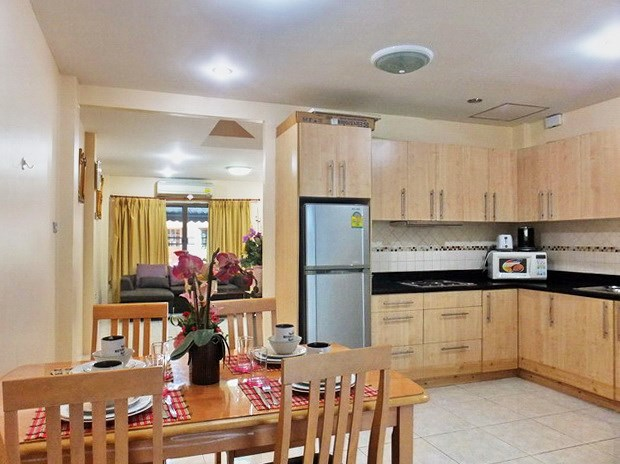 House for sale Pratumnak Pattaya showing the living, dining and kitchen areas