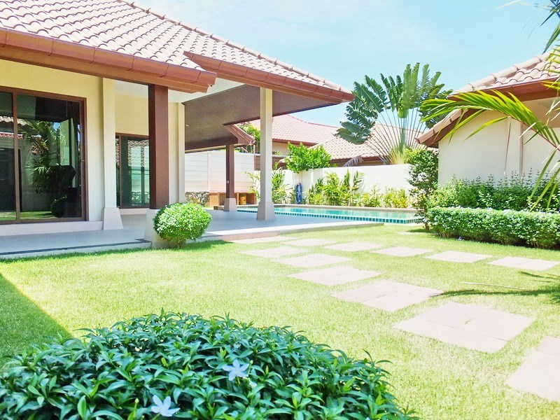 House for sale Huay yai Pattaya showing the garden, house and pool
