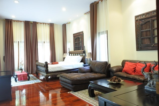 House for sale at Na Jomtien showing the master bedroom with living area