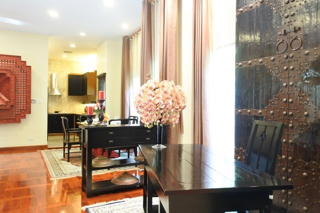 House for sale at Na Jomtien showing the office, dining and kitchen areas