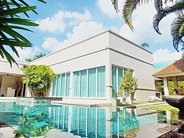 House for Sale at The Vineyard Pattaya showing the house and sala