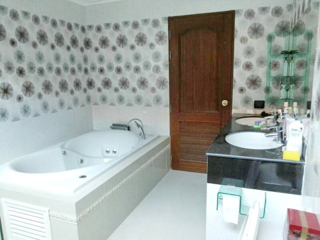 House for sale Huay Yai Pattaya showing a bathroom