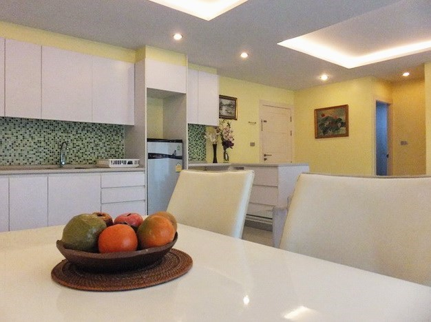 Condominium for rent Jomtien Pattaya showing the dining and kitchen areas
