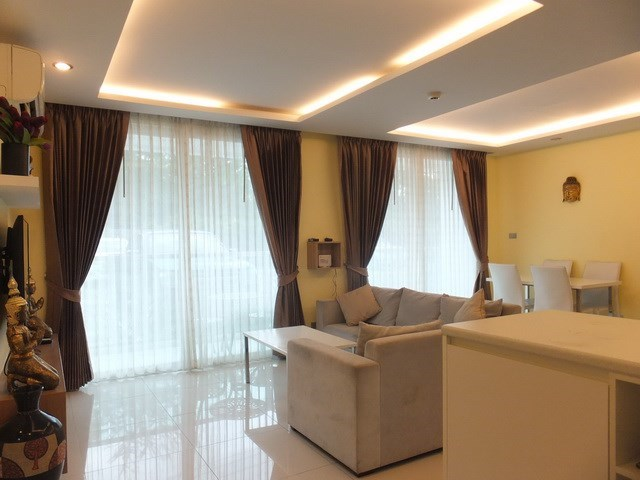 Condominium for rent Jomtien Pattaya showing the living and dining areas