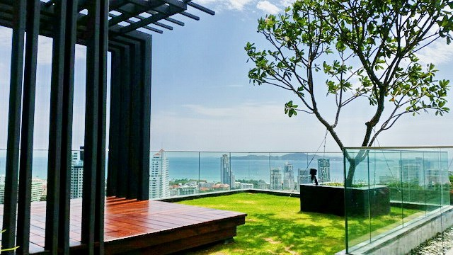 Condominium for rent UNIXX South Pattaya showing the roof top garden