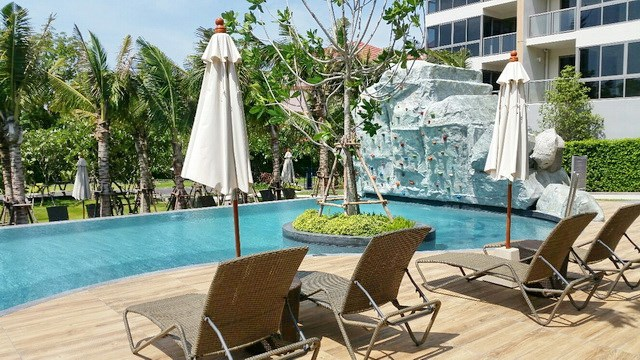 Condominium for rent UNIXX South Pattaya showing the terraces and communal pool