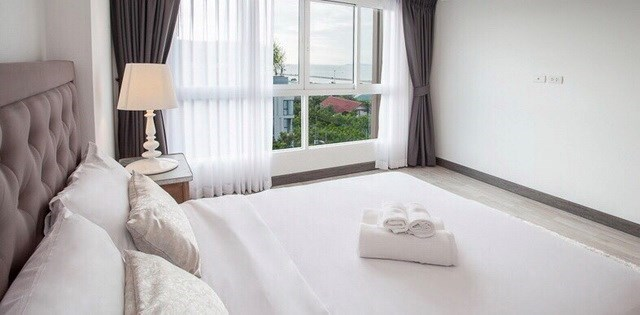Condominium for Rent Ban Amphur showing the master bedroom with sea view