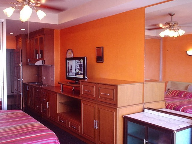 Condominium for rent Jomtien showing the kitchen and the entrance