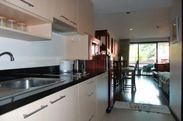 Condominium for Rent Pattaya Beach showing the kitchen