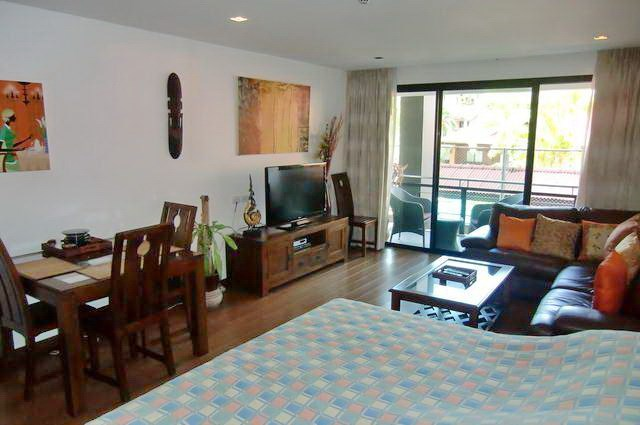 Condominium for Rent Pattaya Beach showing the living area and balcony