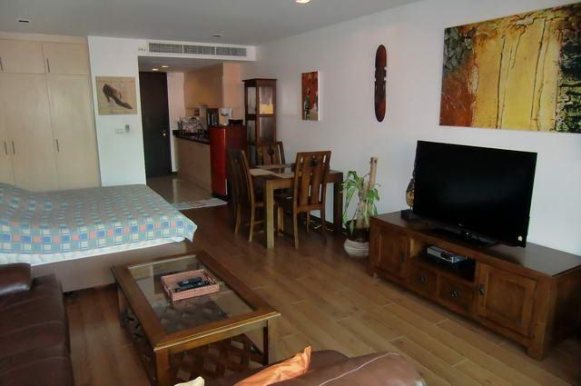 Condominium for Rent Pattaya Beach looking towards the kitchen