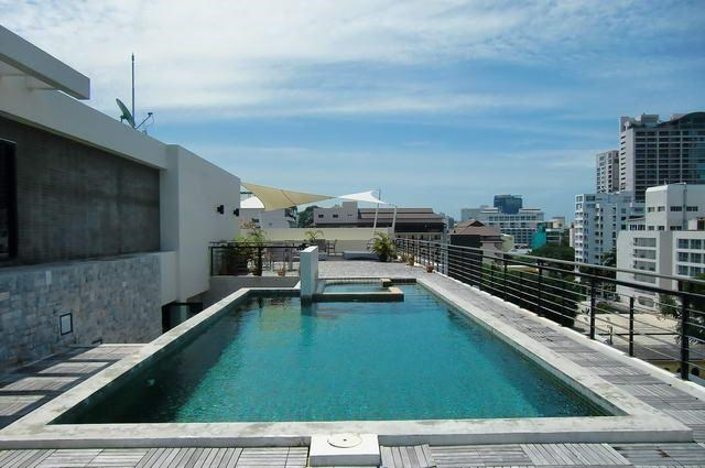 Condominium for Rent Pattaya Beach showing the rooftop pool