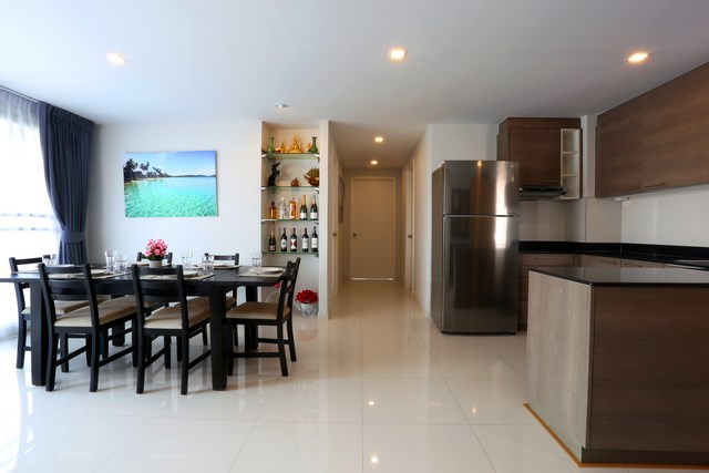 Condominium For Rent Pattaya showing the kitchen and dining areas