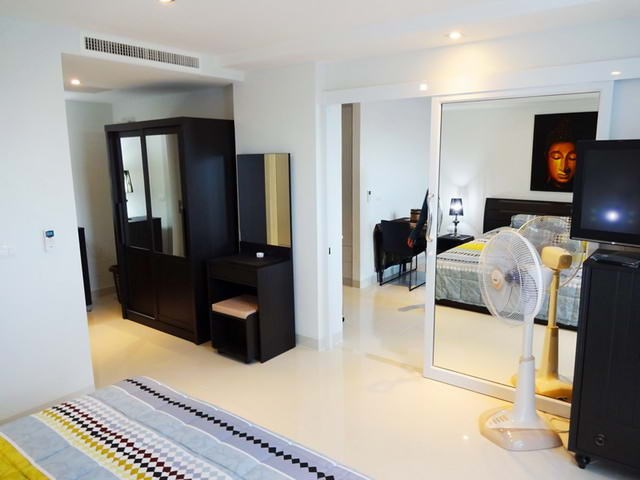 Condominium for rent South Pattaya showing the bedroom suite