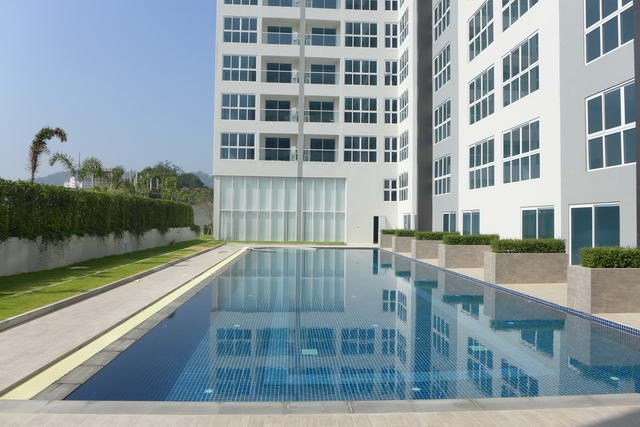 Condominium for rent South Pattaya showing the communal pool
