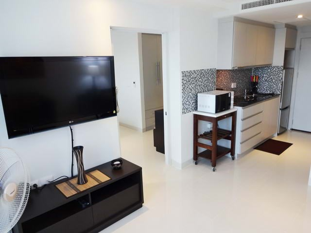 Condominium for rent South Pattaya showing the kitchen area