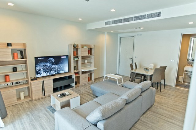 Condominium for sale Wongamat Pattaya showing the living area