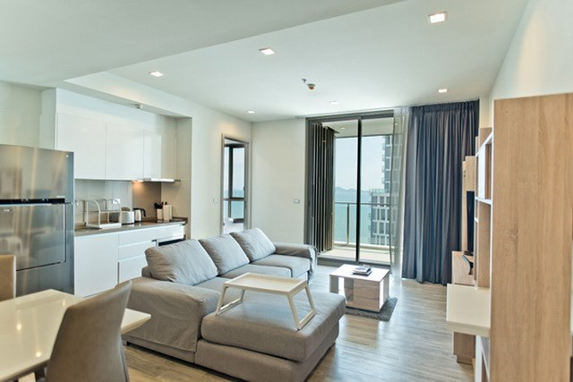Condominium for sale Wongamat Pattaya showing the living room