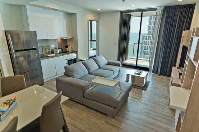 Condominium for sale Wongamat Pattaya showing the living and kitchen areas