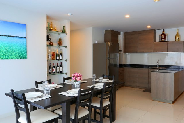 Condominium For Sale Pattaya showing the dining area