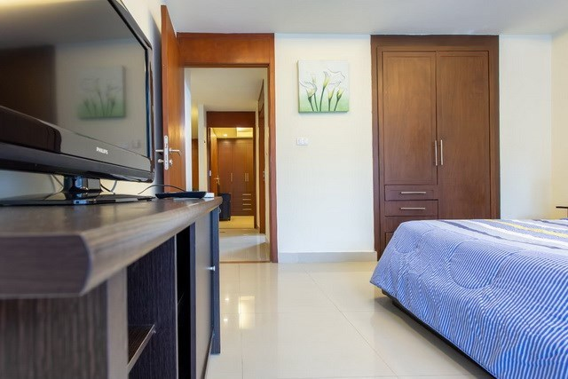 Condominium for sale Pattaya showing the master bedroom with furniture