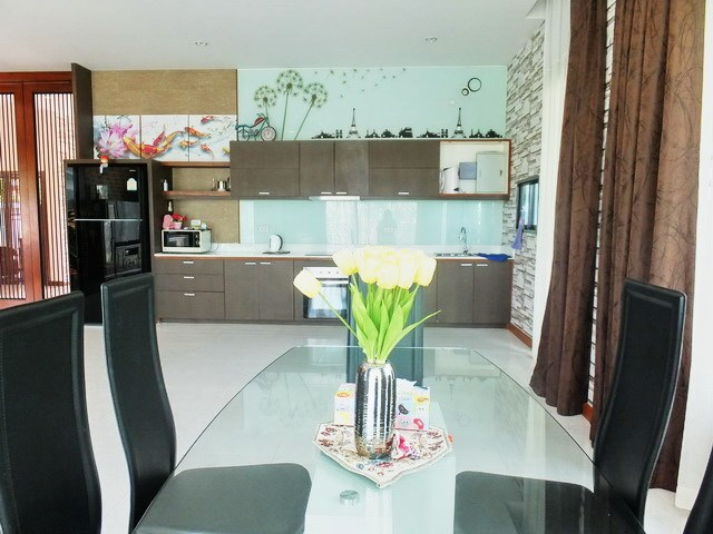 House for rent Huay Yai Pattaya showing the dining and kitchen