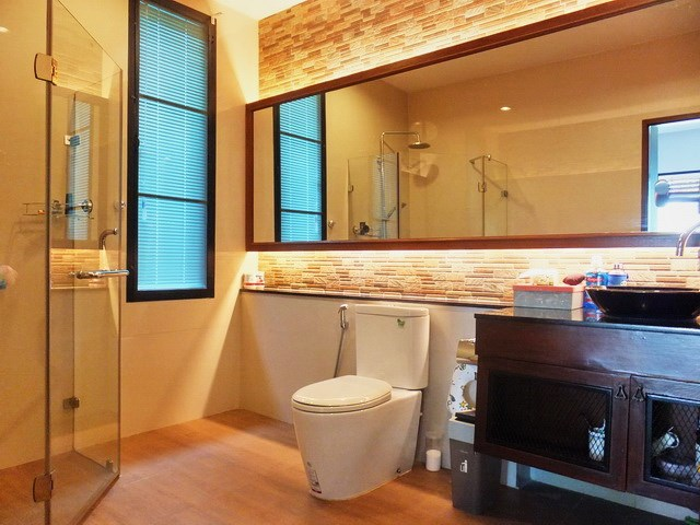 House for rent Huay Yai Pattaya showing the master bathroom
