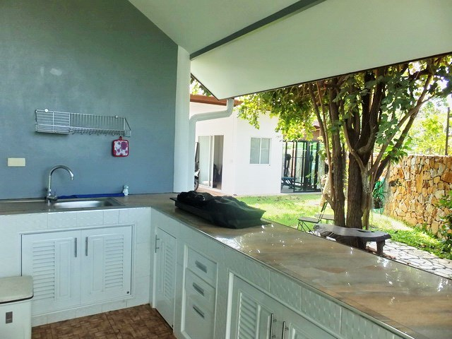 House for rent Huay Yai Pattaya showing the outside kitchen
