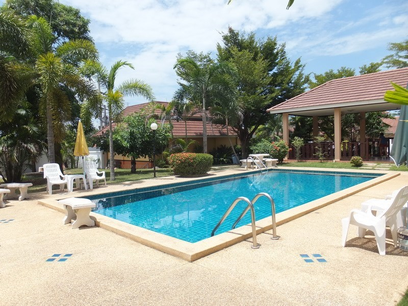 House for rent Bangsaray Pattaya showing the communal pool and gymnasium