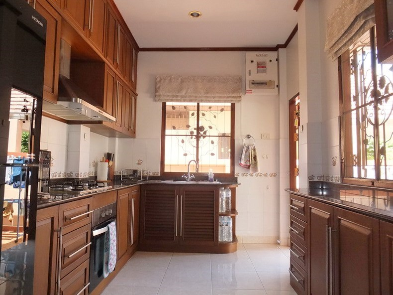 House for rent Bangsaray Pattaya showing the kitchen