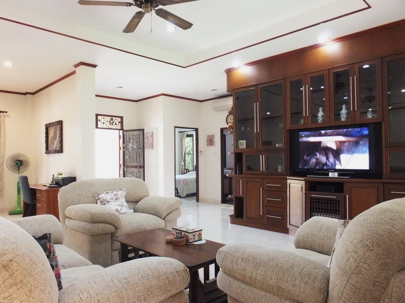 House for rent Bangsaray Pattaya showing the living area and entrance