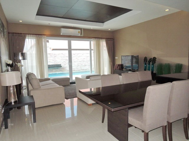 House for rent East Jomtien showing the dining and living areas