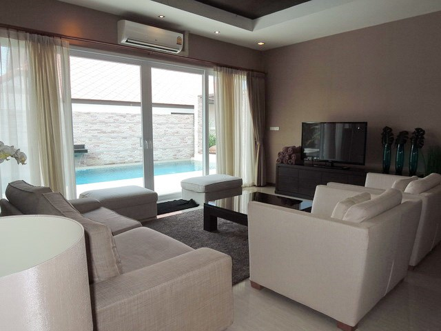 House for rent East Jomtien showing the living room
