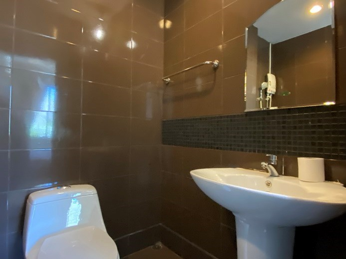 House for rent East Pattaya showing the second bathroom