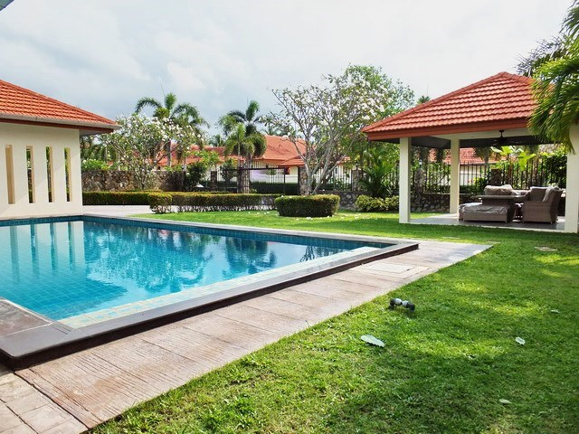 House for rent Mabprachan Pattaya showing the garden, terrace and pool
