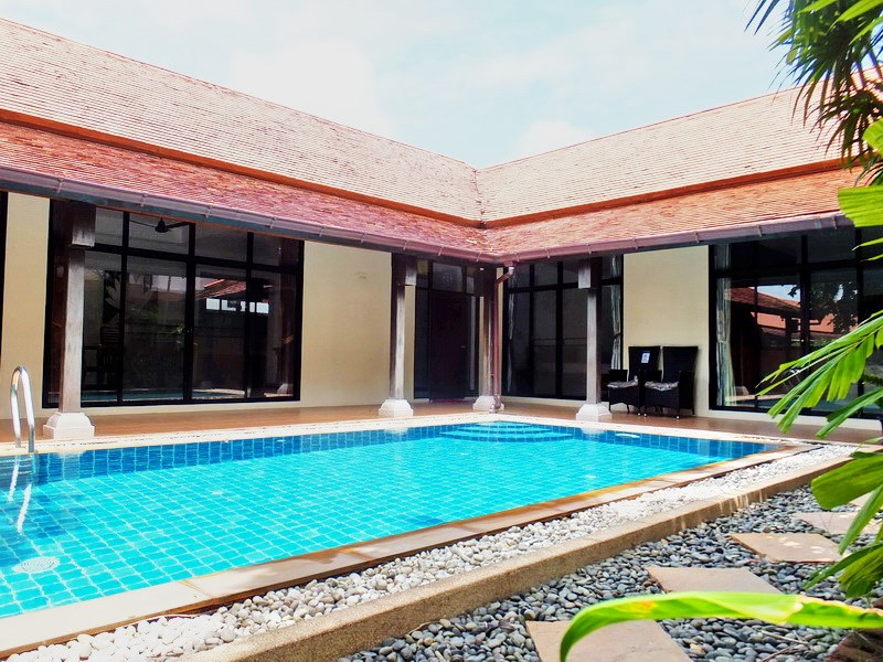 House for rent Mabprachan Pattaya showing the house and pool