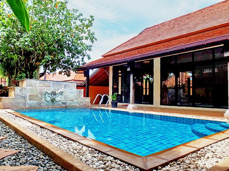 House for rent Mabprachan Pattaya showing the house, terrace and pool
