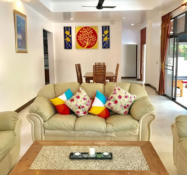 House for rent Mabprachan Pattaya showing the living and dining areas
