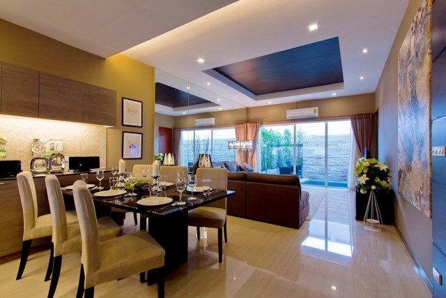 House for rent East Jomtien showing the living and dining areas