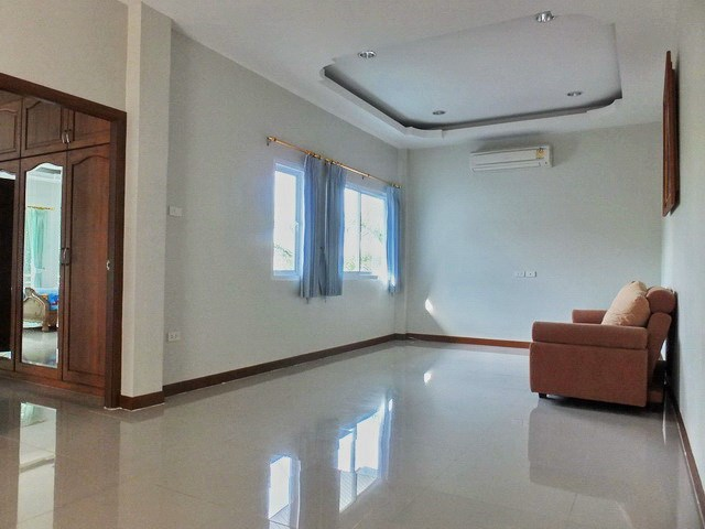 House for sale East Pattaya showing the second living area