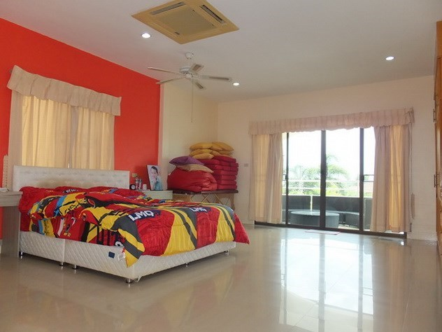 House for Sale Mabprachan Pattaya showing the master bedroom and balcony