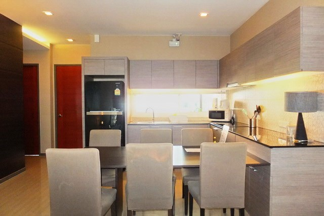 House for sale East Jomtien showing the dining area and kitchen