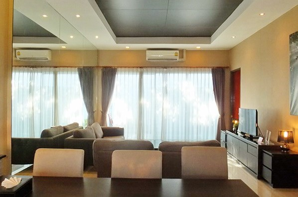 House for sale East Jomtien showing the dining and living areas