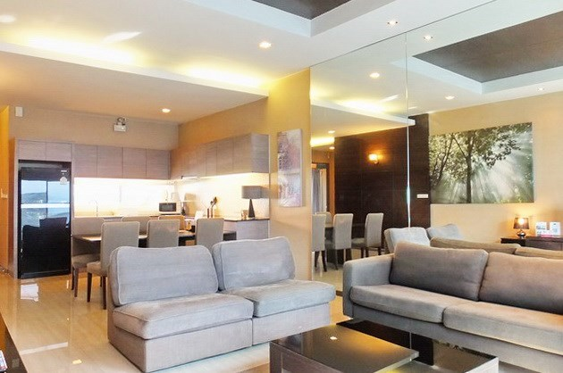 House for sale East Jomtien showing the living, dining and kitchen areas