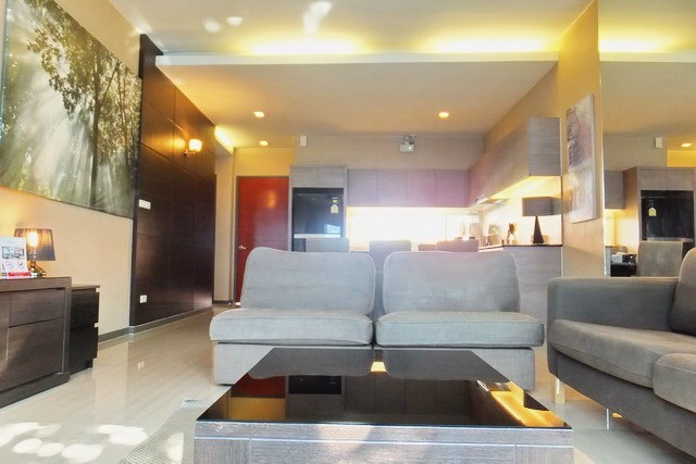House for sale East Jomtien showing the open plan concept