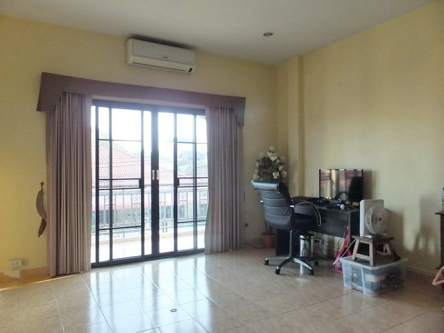 House for sale East Pattaya showing the office